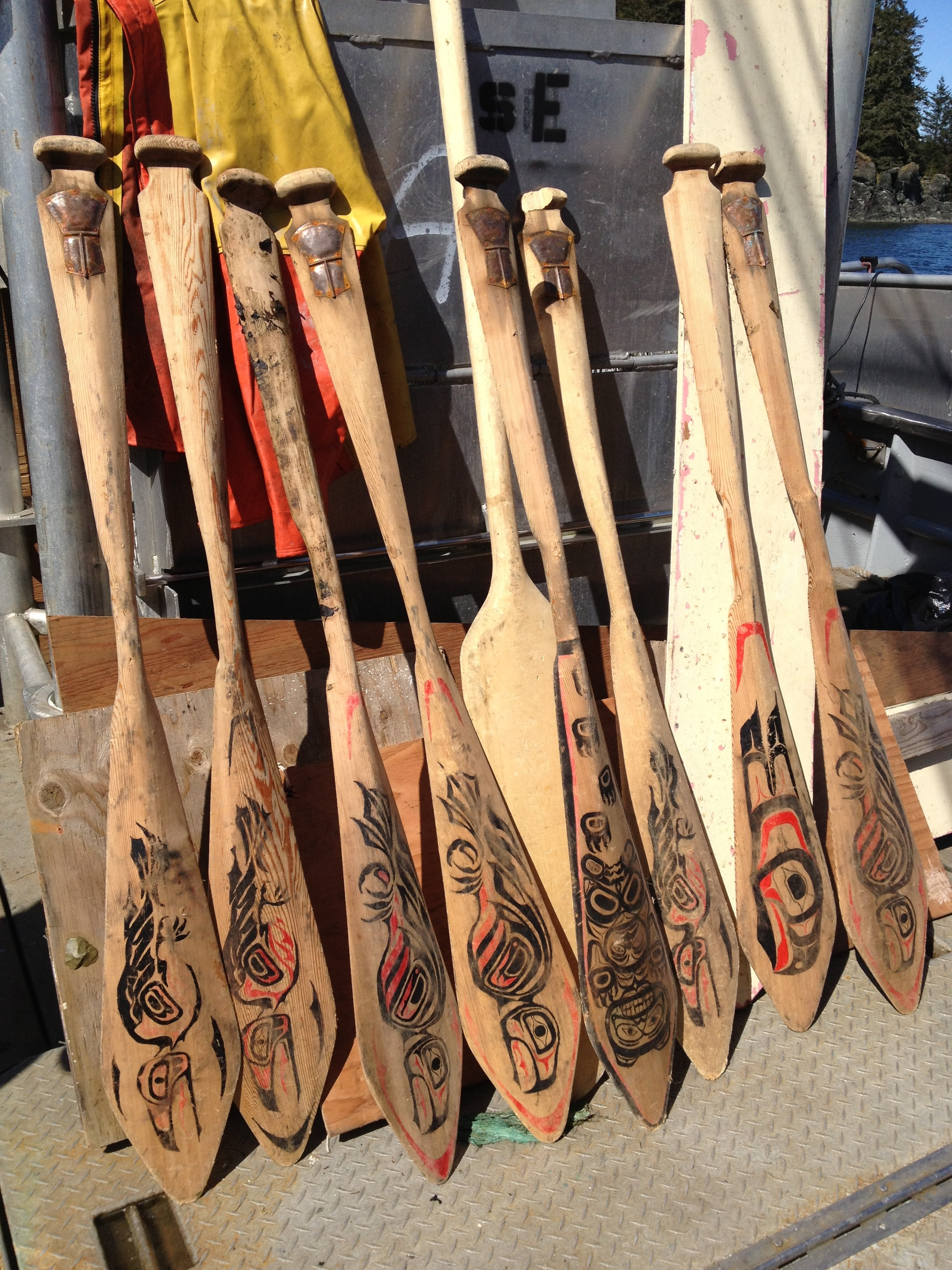 Fisherman finds, returns lost paddles