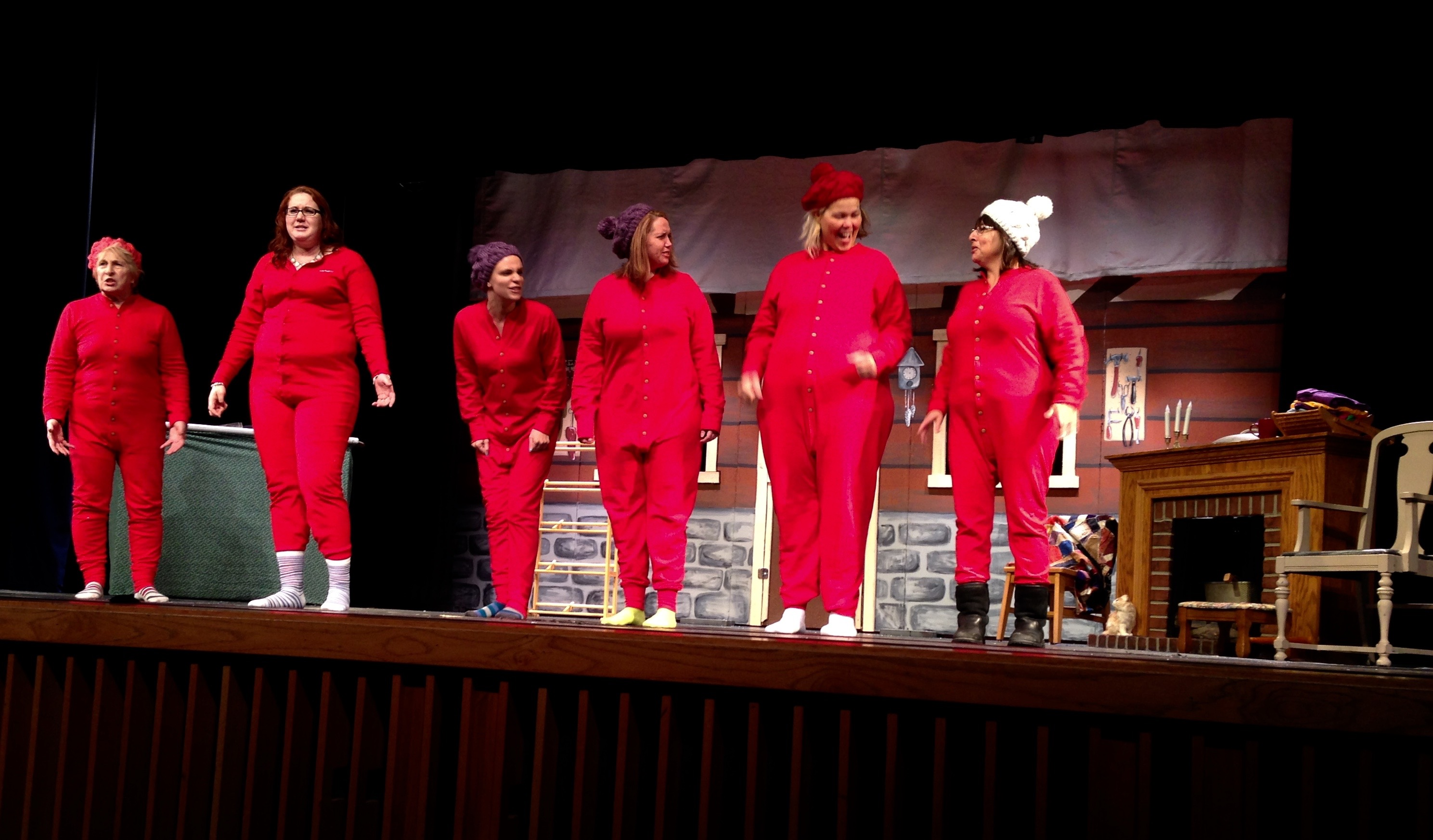Petersburg acting group brings holiday musical to life