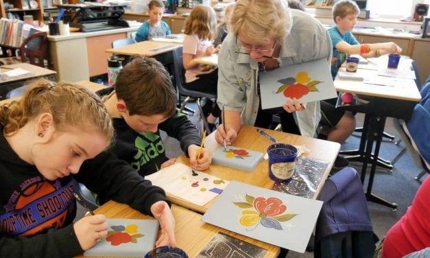 Petersburg 5th graders get a lesson in Norwegian rosemaling