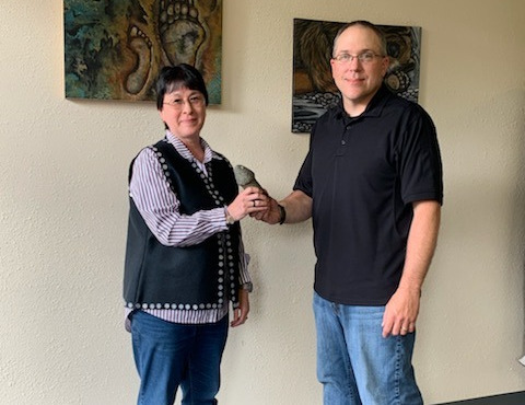 Chief of police hands over found Tlingit artifact to Petersburg Indian Association
